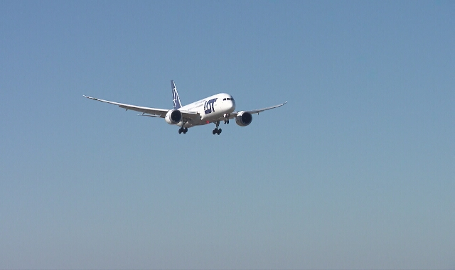 Wszystkie samoloty w ramach akcji #LOTdoDomu lądują na warszawskim Lotnisku Chopina