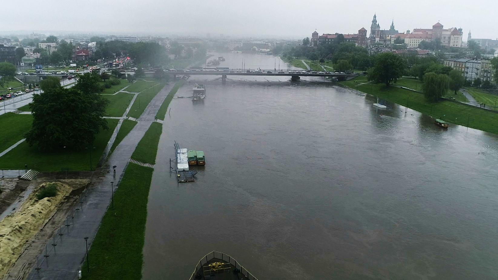 Fala kulminacyjna w Krakowie. Na całym południu Polski powódź dokonała wielu zniszczeń