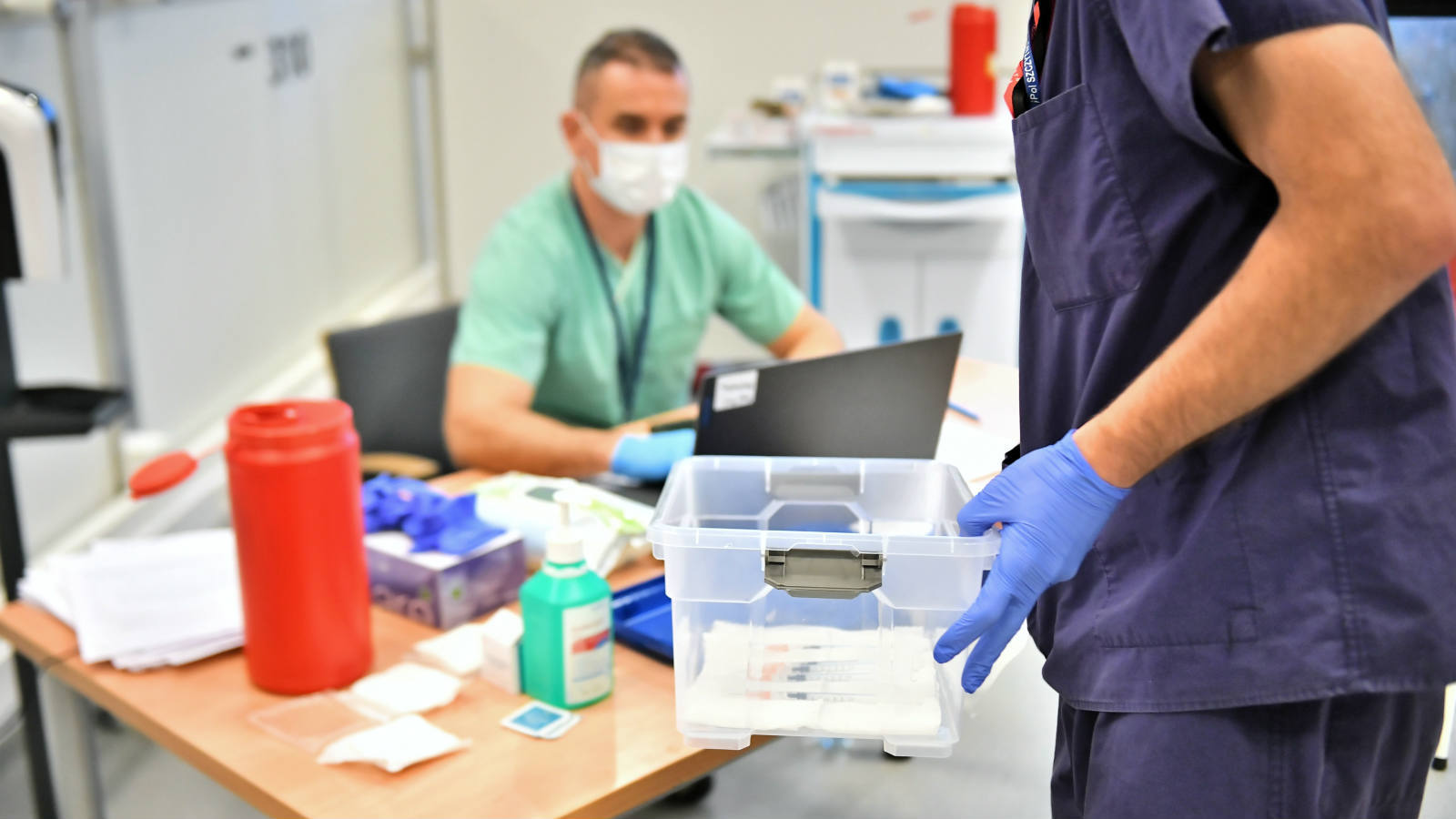Opozycja apeluje o przyspieszenie szczepień