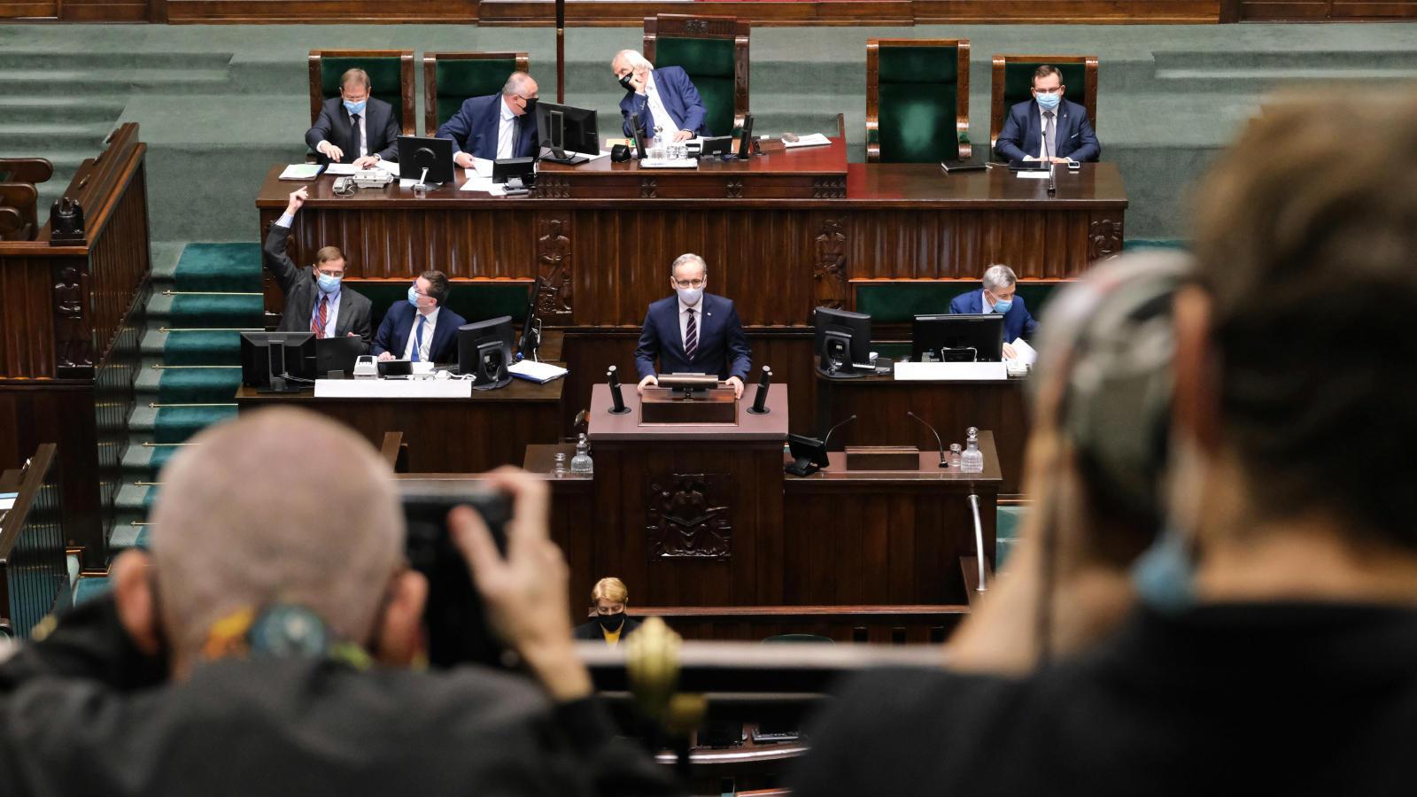 22.10.2020 | Sejm zdecydował w sprawie projektu ustawy covidowej. Większość poprawek opozycji odrzucono